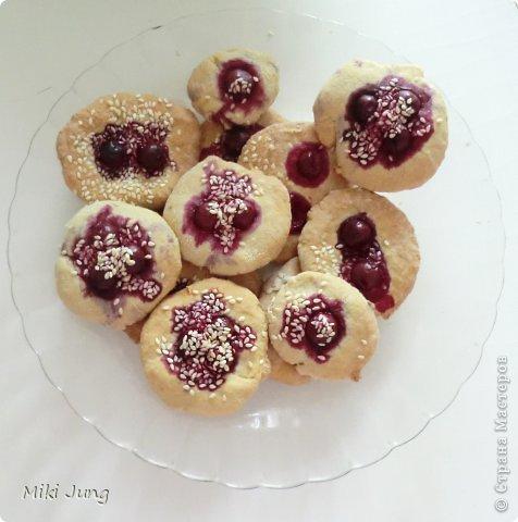 Печенье с кунжутом и вишней фото 1