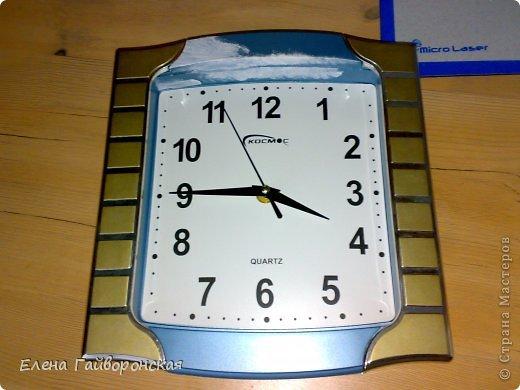 """Добрый день,дорогие жители СМ.Решила продолжить тему часов.На этот раз захотелось немного """"развеселить"""" старые настенные часы и поупражняться в декупаже. фото 2"""