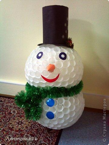 Как сделать снеговика из стаканчиков своими руками
