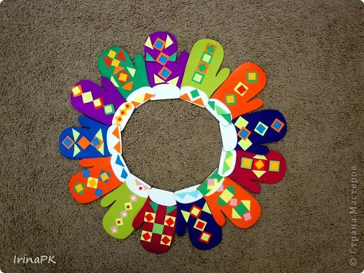 К Новому году сделали много работ с детьми. Такие открытки – в подарок родителям. фото 21