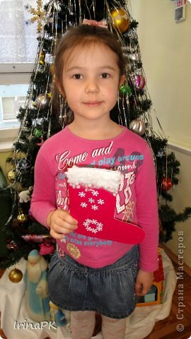 К Новому году сделали много работ с детьми. Такие открытки – в подарок родителям. фото 11