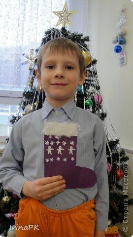 К Новому году сделали много работ с детьми. Такие открытки – в подарок родителям. фото 13