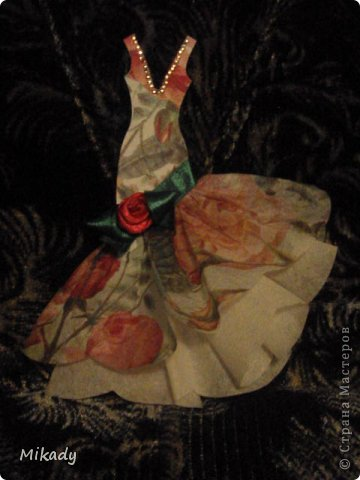 Здравствуйте мои дорогие, хочу показать вам новые декоративные штучки которыми можно украшать все, что угодно начиная от открыток и заканчивая чем хотите. Это коллекция платьев. Я их сначала делала на открытки к 8 марта, но подумав решила что они подойдут куда угодно.  фото 6