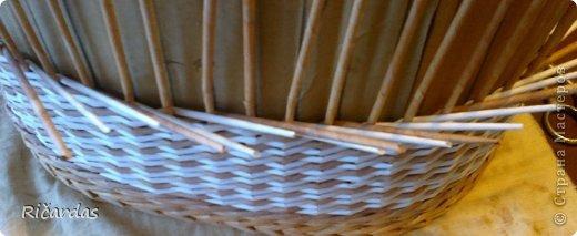 Мастер-класс Поделка изделие Плетение Послойное плетение как я заканчиваю плетение Бумага газетная Картон Трубочки бумажные фото 4