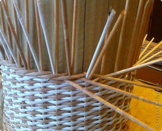 Мастер-класс Поделка изделие Плетение Послойное плетение как я заканчиваю плетение Бумага газетная Картон Трубочки бумажные фото 5