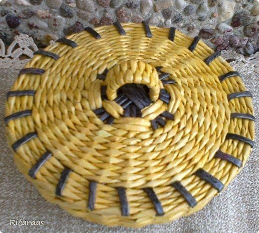Мастер-класс Поделка изделие Плетение Послойное плетение как я заканчиваю плетение Бумага газетная Картон Трубочки бумажные фото 13