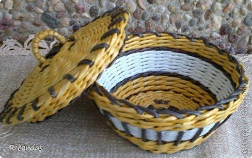 Мастер-класс Поделка изделие Плетение Послойное плетение как я заканчиваю плетение Бумага газетная Картон Трубочки бумажные фото 15