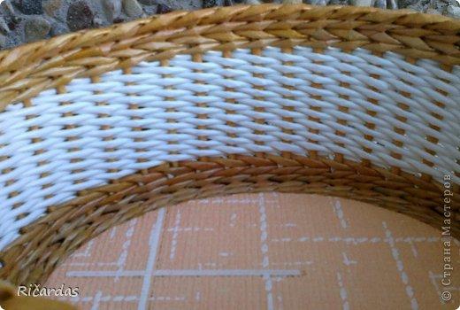 Мастер-класс Поделка изделие Плетение Послойное плетение как я заканчиваю плетение Бумага газетная Картон Трубочки бумажные фото 9