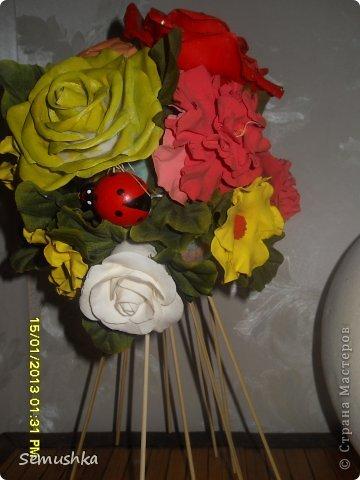 Не так давно эти мои неудачные цветочки слепленные уже давно, красовались на елке. Новогодние праздники кончиись куда девать цветы. Вместе с жителями страны решили сделатьтопиарий)))))) фото 3