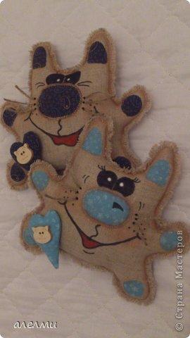 Котики из льна. Рост 18 см. Мордочки котиков на сердцах из дерева. Очень они мне настроение поднимают!!!!! фото 1