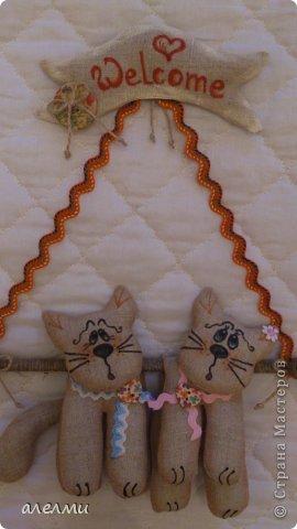 Ждать гостей так утомительно! Приходите!!!!! Мы всегда рады!!!!!! Сшиты из льна. Размер котиков 14 см., а размер всей подвески 33 см. фото 1