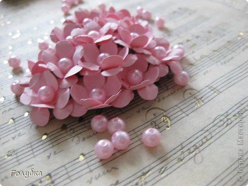 Сегодня пятница и мы встретились с ребятами первый раз после каникул:) Я им предложила сделать магнит в форме сердца. Цветочного сердца:) Идея не нова ( достаточно набрать в ПОИСКе), но она будет актуальна для 14 февраля в качестве валентинки, в качестве подарка на 8 марта(можно сделать весенние цветы), да и просто на День рождение. фото 2