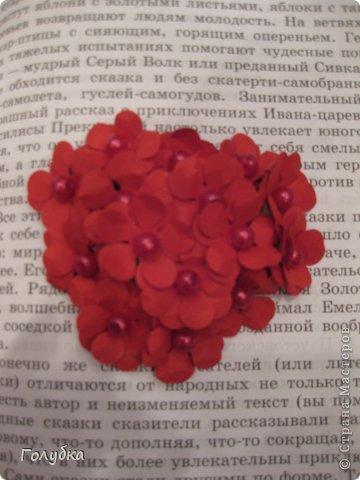 Сегодня пятница и мы встретились с ребятами первый раз после каникул:) Я им предложила сделать магнит в форме сердца. Цветочного сердца:) Идея не нова ( достаточно набрать в ПОИСКе), но она будет актуальна для 14 февраля в качестве валентинки, в качестве подарка на 8 марта(можно сделать весенние цветы), да и просто на День рождение. фото 7
