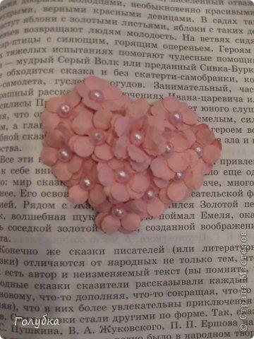Сегодня пятница и мы встретились с ребятами первый раз после каникул:) Я им предложила сделать магнит в форме сердца. Цветочного сердца:) Идея не нова ( достаточно набрать в ПОИСКе), но она будет актуальна для 14 февраля в качестве валентинки, в качестве подарка на 8 марта(можно сделать весенние цветы), да и просто на День рождение. фото 9