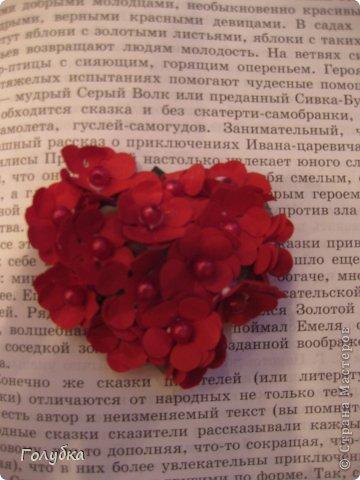 Сегодня пятница и мы встретились с ребятами первый раз после каникул:) Я им предложила сделать магнит в форме сердца. Цветочного сердца:) Идея не нова ( достаточно набрать в ПОИСКе), но она будет актуальна для 14 февраля в качестве валентинки, в качестве подарка на 8 марта(можно сделать весенние цветы), да и просто на День рождение. фото 8