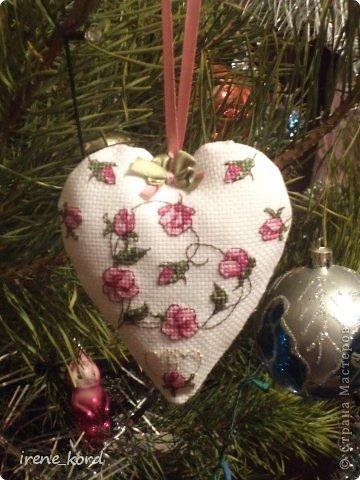 Перед Новым Годом возникло у меня желание украсить свою елочку вышитыми игрушками и воплотилось оно вот такими новогодними берлинго от нежно любимой мной Фаби Рейлли. фото 4