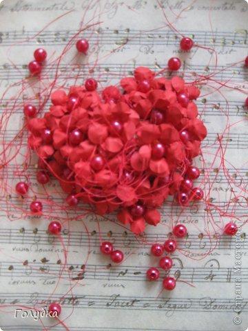 Сегодня пятница и мы встретились с ребятами первый раз после каникул:) Я им предложила сделать магнит в форме сердца. Цветочного сердца:) Идея не нова ( достаточно набрать в ПОИСКе), но она будет актуальна для 14 февраля в качестве валентинки, в качестве подарка на 8 марта(можно сделать весенние цветы), да и просто на День рождение. фото 12