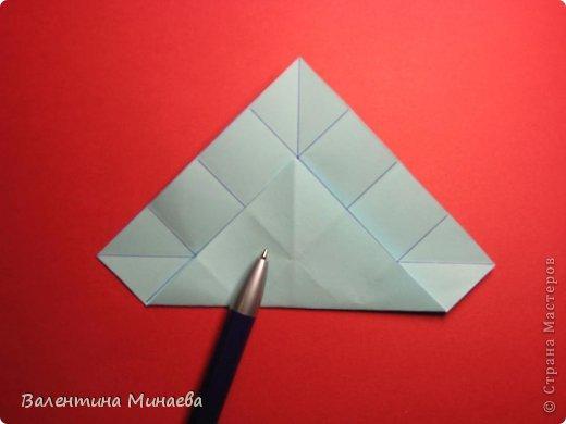 Я уже показывала эту кусудаму. Теперь предлагаю вам МК этих синих крученых цветов. В основе - кусудама Stern var., автор Paolo Bascetta, 30 модулей, размер бумаги 8,5 х 8,5 см Для цветов необходимо 60 модулей, у меня размер бумаги 7,0 х 7,0 см, в итоге кусудама получается 12,5 см в диаметре.  Автор модульных цветов - Валентина Минаева (Valentina Minayeva) фото 3
