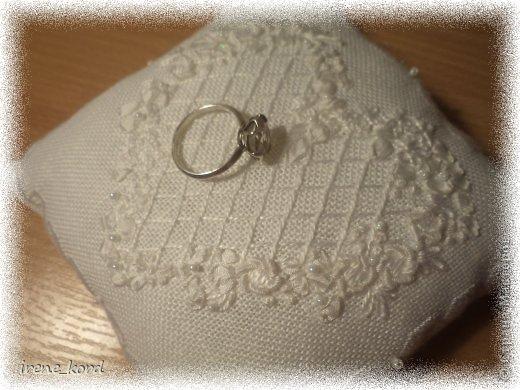 Свадебная подушечка по мотивам Victoria Sampler фото 3