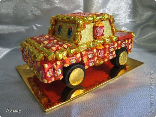 Машинки из конфет мастер класс