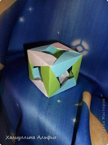 """Эту модель я нашла в книге Томоко Фусэ """"Многогранники"""". Она проста в сборке (в книге помечена двумя звездочками сложности). Для ее сборки НЕ нужен клей. Только бумага и немного терпения. фото 1"""