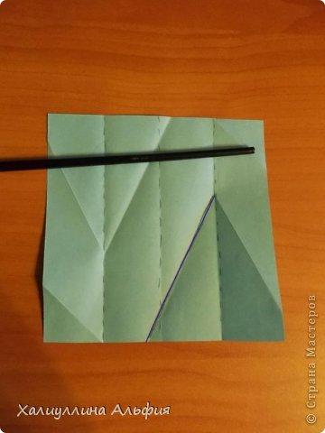 """Эту модель я нашла в книге Томоко Фусэ """"Многогранники"""". Она проста в сборке (в книге помечена двумя звездочками сложности). Для ее сборки НЕ нужен клей. Только бумага и немного терпения. фото 9"""