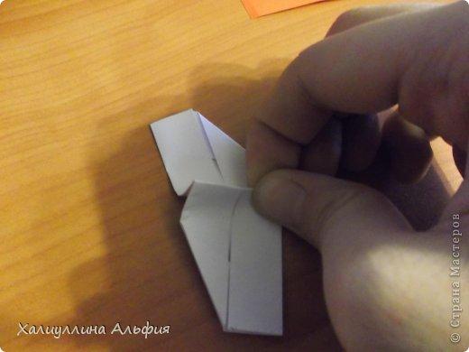 """Эта кусудама очень проста в сборке. Ее я делала по видео-мастерклассу TadashiMori на ютубе. Вот и ссылка: http://www.youtube.com/watch?v=E5pAdiKKsRQ&feature=player_embedded Оригинал https://www.flickr.com/photos/mancinerie/5158402157/in/set-72157625705249454  Мне она немного напомнила всем известную """"Электру"""". Потому что в нее с таким же удовольствием можно """"посадить"""" любые цветочки. А вообще, она сама по себе красива, на мой взгляд. Для сборки совсем не нужен клей. Только бумага, час времени и терпение. фото 12"""