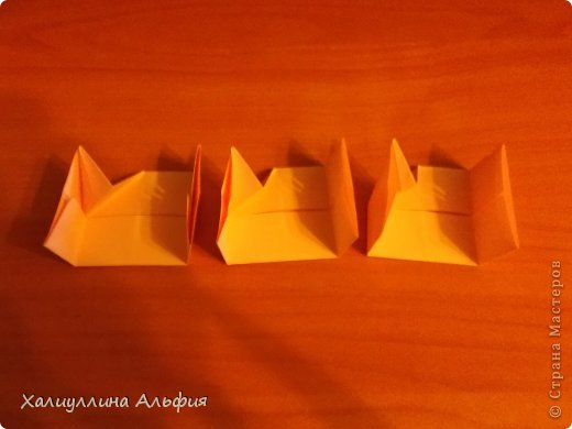 """Вот такую забавную башенку-пирамидку из забавных Кубов Колумба я научилась делать на днях с помощью видеоролика на ютубе (а вот и прямая ссылка на него, если кто-то не очень хорошо разберется в моем фото-МК: http://www.youtube.com/watch?v=6u-1a1UFj_k ). Вся суть заключается  втом, что один из углов кубика собирается, как """"вдавленный"""" внутрь. Благодаря этой конструкционной особенности кубики можно ставить друг на друга, создавая причудливую и интересующую глаз иллюзию. Многие не могут поверить с первого раза, что кубики никак не склеены между собой. фото 13"""