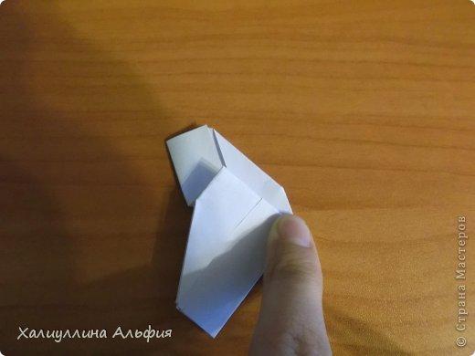 """Эта кусудама очень проста в сборке. Ее я делала по видео-мастерклассу TadashiMori на ютубе. Вот и ссылка: http://www.youtube.com/watch?v=E5pAdiKKsRQ&feature=player_embedded Оригинал https://www.flickr.com/photos/mancinerie/5158402157/in/set-72157625705249454  Мне она немного напомнила всем известную """"Электру"""". Потому что в нее с таким же удовольствием можно """"посадить"""" любые цветочки. А вообще, она сама по себе красива, на мой взгляд. Для сборки совсем не нужен клей. Только бумага, час времени и терпение. фото 13"""