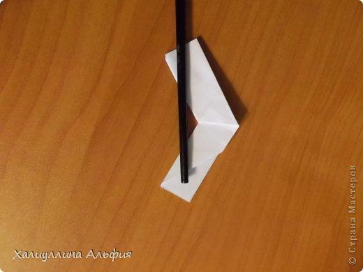 """Эта кусудама очень проста в сборке. Ее я делала по видео-мастерклассу TadashiMori на ютубе. Вот и ссылка: http://www.youtube.com/watch?v=E5pAdiKKsRQ&feature=player_embedded Оригинал https://www.flickr.com/photos/mancinerie/5158402157/in/set-72157625705249454  Мне она немного напомнила всем известную """"Электру"""". Потому что в нее с таким же удовольствием можно """"посадить"""" любые цветочки. А вообще, она сама по себе красива, на мой взгляд. Для сборки совсем не нужен клей. Только бумага, час времени и терпение. фото 18"""