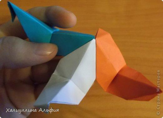 """Эта кусудама очень проста в сборке. Ее я делала по видео-мастерклассу TadashiMori на ютубе. Вот и ссылка: http://www.youtube.com/watch?v=E5pAdiKKsRQ&feature=player_embedded Оригинал https://www.flickr.com/photos/mancinerie/5158402157/in/set-72157625705249454  Мне она немного напомнила всем известную """"Электру"""". Потому что в нее с таким же удовольствием можно """"посадить"""" любые цветочки. А вообще, она сама по себе красива, на мой взгляд. Для сборки совсем не нужен клей. Только бумага, час времени и терпение. фото 27"""