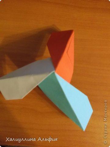 """Эту модель я нашла в книге Томоко Фусэ """"Многогранники"""". Она проста в сборке (в книге помечена двумя звездочками сложности). Для ее сборки НЕ нужен клей. Только бумага и немного терпения. фото 34"""
