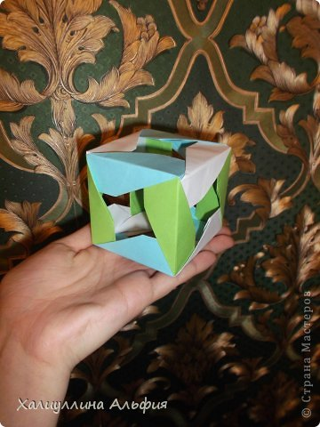"""Эту модель я нашла в книге Томоко Фусэ """"Многогранники"""". Она проста в сборке (в книге помечена двумя звездочками сложности). Для ее сборки НЕ нужен клей. Только бумага и немного терпения. фото 36"""