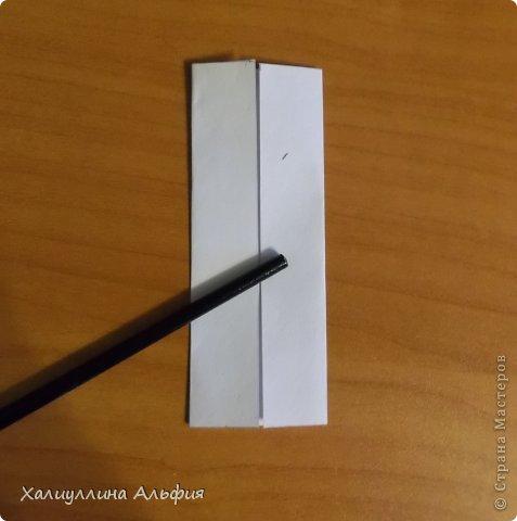 """Эта кусудама очень проста в сборке. Ее я делала по видео-мастерклассу TadashiMori на ютубе. Вот и ссылка: http://www.youtube.com/watch?v=E5pAdiKKsRQ&feature=player_embedded Оригинал https://www.flickr.com/photos/mancinerie/5158402157/in/set-72157625705249454  Мне она немного напомнила всем известную """"Электру"""". Потому что в нее с таким же удовольствием можно """"посадить"""" любые цветочки. А вообще, она сама по себе красива, на мой взгляд. Для сборки совсем не нужен клей. Только бумага, час времени и терпение. фото 3"""