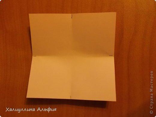 """Вот такую забавную башенку-пирамидку из забавных Кубов Колумба я научилась делать на днях с помощью видеоролика на ютубе (а вот и прямая ссылка на него, если кто-то не очень хорошо разберется в моем фото-МК: http://www.youtube.com/watch?v=6u-1a1UFj_k ). Вся суть заключается  втом, что один из углов кубика собирается, как """"вдавленный"""" внутрь. Благодаря этой конструкционной особенности кубики можно ставить друг на друга, создавая причудливую и интересующую глаз иллюзию. Многие не могут поверить с первого раза, что кубики никак не склеены между собой. фото 3"""