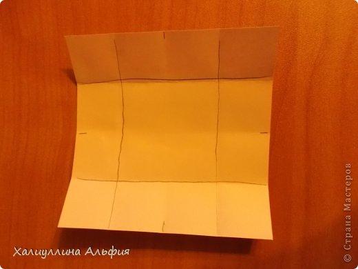 """Вот такую забавную башенку-пирамидку из забавных Кубов Колумба я научилась делать на днях с помощью видеоролика на ютубе (а вот и прямая ссылка на него, если кто-то не очень хорошо разберется в моем фото-МК: http://www.youtube.com/watch?v=6u-1a1UFj_k ). Вся суть заключается  втом, что один из углов кубика собирается, как """"вдавленный"""" внутрь. Благодаря этой конструкционной особенности кубики можно ставить друг на друга, создавая причудливую и интересующую глаз иллюзию. Многие не могут поверить с первого раза, что кубики никак не склеены между собой. фото 4"""