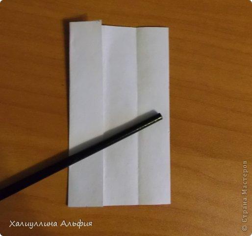 """Эта кусудама очень проста в сборке. Ее я делала по видео-мастерклассу TadashiMori на ютубе. Вот и ссылка: http://www.youtube.com/watch?v=E5pAdiKKsRQ&feature=player_embedded Оригинал https://www.flickr.com/photos/mancinerie/5158402157/in/set-72157625705249454  Мне она немного напомнила всем известную """"Электру"""". Потому что в нее с таким же удовольствием можно """"посадить"""" любые цветочки. А вообще, она сама по себе красива, на мой взгляд. Для сборки совсем не нужен клей. Только бумага, час времени и терпение. фото 4"""
