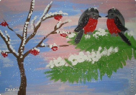 """Наступила зима,мы запаслись белой краской ( заканчивается очень быстро ) и стали активно рисовать Зимние мотивы. Эту """"Зимнюю деревушку"""" рисовали гуашью.В три этапа: фон,домики и свежевыпавший снег с тенями. фото 3"""