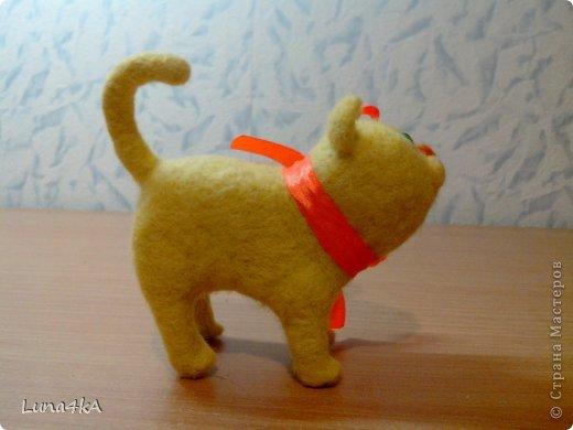 Вот такого котика я сделала. Делала его по мастер классу Елены Смирновой. Но получилось не очень похоже на ее Чуню.  фото 3
