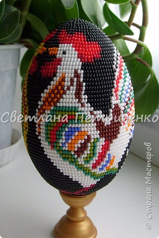 Оберег Поделка изделие День семьи Пасха Бисероплетение Яйцо сувенирное Петушки Бисер.