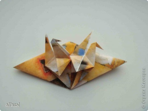 """Готовлюсь к занятиям кружка """"Оригами"""". Тема """"Орнаменты"""". Чтобы заинтересовать, стараюсь сделать образцы. Вот что у меня получилось сегодня. Это орнамент """"Иллюзия"""". Делала по книге Т.Сержантовой """"100 праздничных моделей оригами"""". Выглядит красиво, но уж очень много слоев. Ведь этот орнамент из 20 модулей. фото 54"""