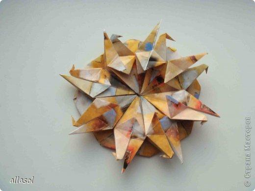 """Готовлюсь к занятиям кружка """"Оригами"""". Тема """"Орнаменты"""". Чтобы заинтересовать, стараюсь сделать образцы. Вот что у меня получилось сегодня. Это орнамент """"Иллюзия"""". Делала по книге Т.Сержантовой """"100 праздничных моделей оригами"""". Выглядит красиво, но уж очень много слоев. Ведь этот орнамент из 20 модулей. фото 55"""
