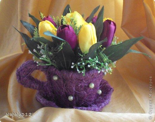 Проволока, сизаль, немного бусин и искусственные цветы.