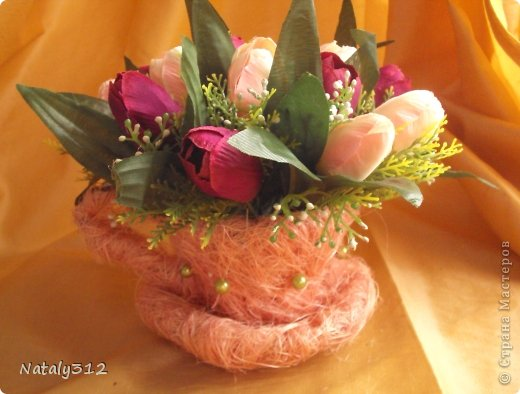 Проволока, сизаль, немного бусин и искусственные цветы. фото 4