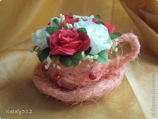 Проволока, сизаль, немного бусин и искусственные цветы. фото 6