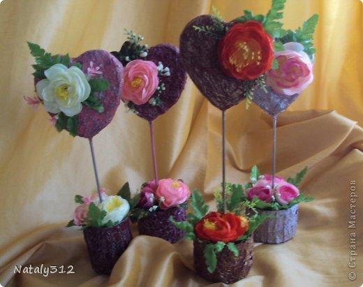"""Такие вот сердечные """"комплименты"""" приготовила ко Дню Св. Валентина. Сердца из пеноплэкса и салфеток, цветы искусственные."""