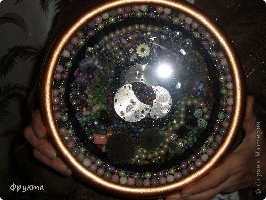 Темноватое фото, увы! Оно все в зелено-розовых тонах, внизу - две круглые зеленые ракушки, центральный фрагмент - просто ужас - выламывается из общего строя. Но это я только училась... фото 1