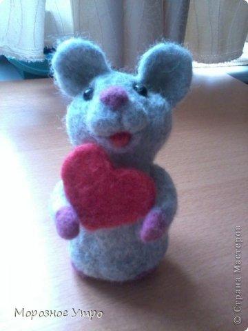"""С исколотыми пальцами, но вполне довольная, представляю моя первую """"валяшку"""" - мышь Сережка. фото 1"""
