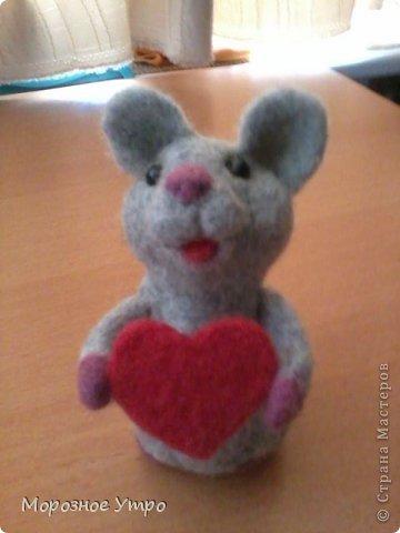 """С исколотыми пальцами, но вполне довольная, представляю моя первую """"валяшку"""" - мышь Сережка. фото 5"""