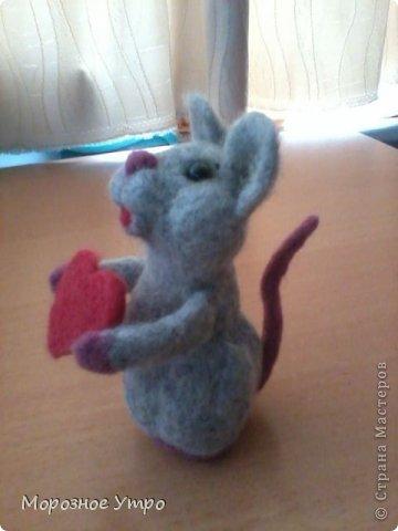 """С исколотыми пальцами, но вполне довольная, представляю моя первую """"валяшку"""" - мышь Сережка. фото 3"""